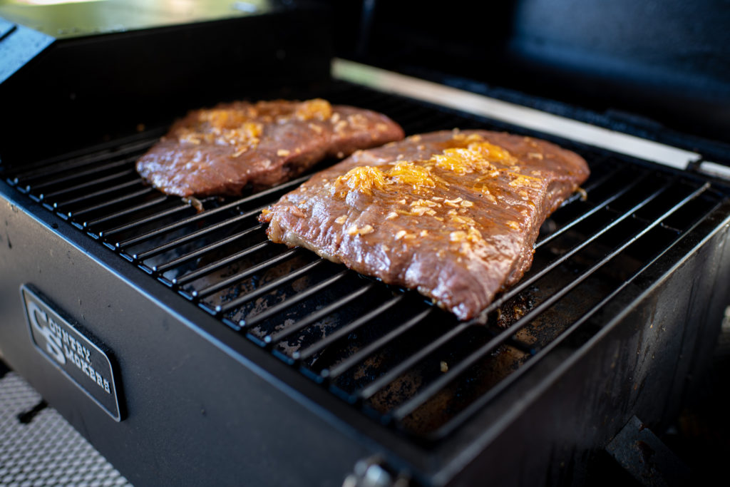Grilling flank steak on the country smoker traveler pellet grill